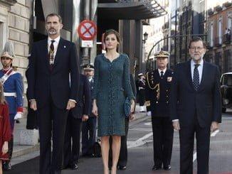 Los Reyes, acompañados por sus hijas, el presidente del Gobierno y el jefe de Estado Mayor de la Defensa