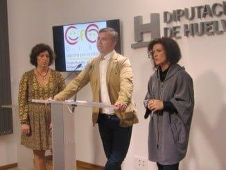 El presidente del Consejo junto a  María Eugenia Limón y  María del Rosario Giménez.