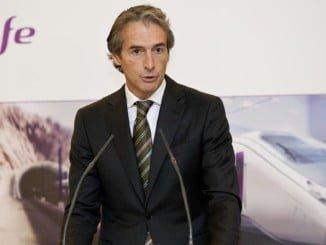 El ministro de Fomento ha informado sobre las ventajas del contrato y de los nuevos trenes