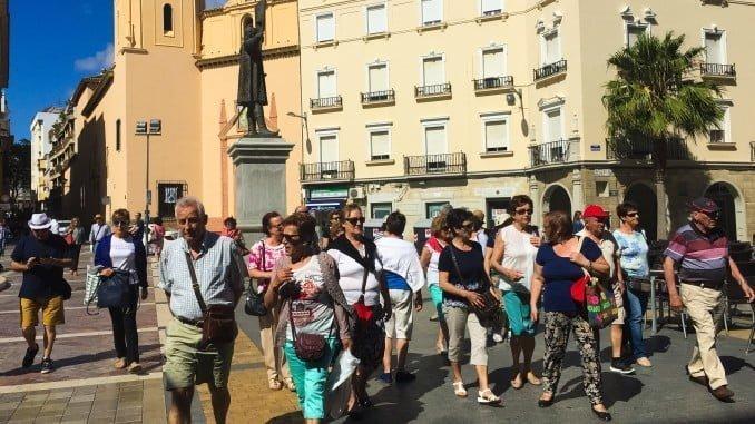 Turistas en la Plaza de las Monjas