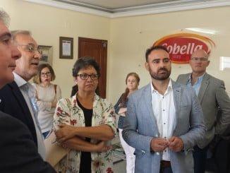 Romero y Pascual Hernández en su visita a la OPFH Nuestra Señora de la Bella, en Lepe
