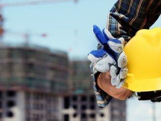 Los únicos sectores que en este momento generan empleo en Huelva son construcción e industria