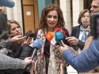 Montero atendió a los medios de comunicación antes de la reunión en la sede de la Agencia Tributaria de Andalucía