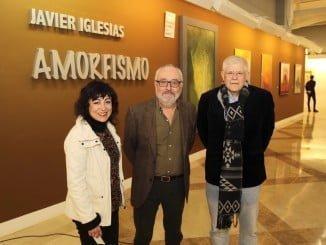 l pintor Javier Iglesias,a compañado de Castro Crespo y la delegada municipal de Cultura, Elena Tobar.