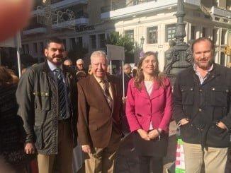 En Huelva capital, junto a los presidentes de AECC e Interfresa y su gerente, la segunda tenienta de alcalde, María Villadeamigo, respaldó la iniciativa solidaria
