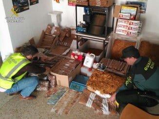 Material encontrado por la Guardia civil en la fábrica de tabaco clandestina