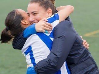 Las jugadores del Sporting no ocultan su alegría por el triunfo logrado con el que cierran el año en casa.