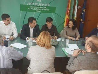 El presidente de la FOE y las asociaciones de empresarios turísticos se reúnen con la delegada provincial de la Consejería en Huelva.