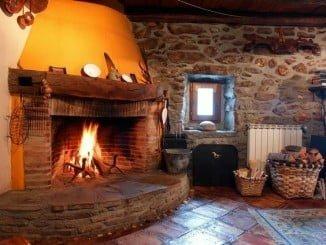 Que tenga chimenea es una de las condiciones impuestas para alquilar casa rural esta Nochevieja