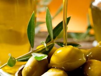La producción de aceite de oliva es de 97.900 toneladas, una de las más bajas de las últimas campañas, eso demuestra el retraso en la recolección