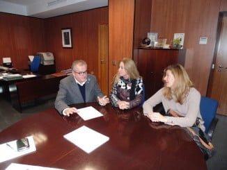 Reunión entre el delegado de Salud y la asociación de usuarios y profesionales de la sanidad en Huelva