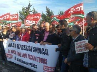 Concentración de apoyo a Damián García a las puertas de Cepsa Huelva