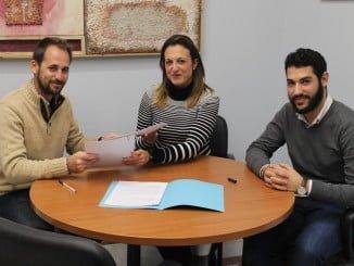 Firma del convenio con el que el Consistorio, por primera vez, colabora con esta asociación
