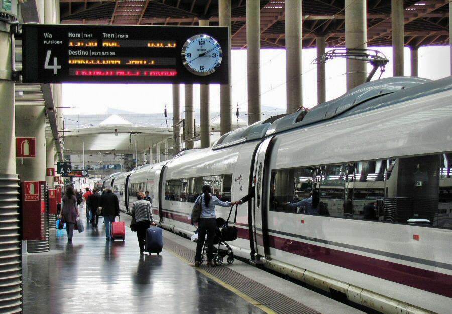Diez trenes con destino a andaluc a afectados por una aver a el ctrica en puerta de atocha - Puerta de atocha ave ...