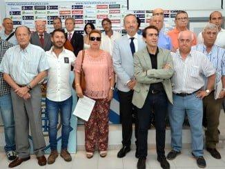 Foto histórica de los asistentes a la Junta General de Accionistas del Recreativo de Huelva SAD que terminó con la era 'Comas'.