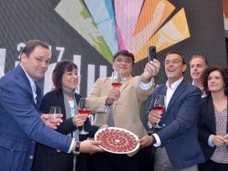 Gabriel Cruz celebra el título conseguido por Huelva como Capital de la Gastronomía 2017