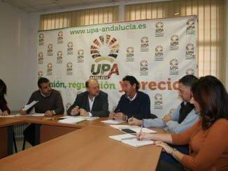 Reunión de representantes de UPA y PSOE para analizar la problemática de la agricultura