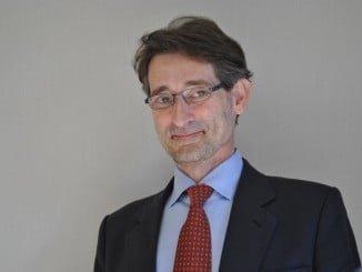 Javier Barnes es Catedrático de Derecho Administrativo en la Universidad de Huelva desde el año 2000