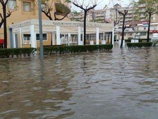 Aspecto que presentaba el centro de La Antilla tras las lluvias torrenciales