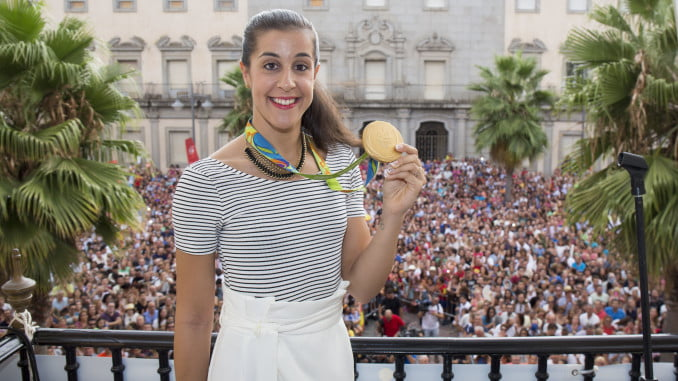Carolina Marín enseña su oro olímpico a los onubenses