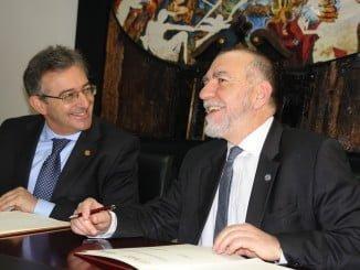 Francisco Ruiz  y Joaquín Nieto, rector de la UHU y director de la OIT respectivamente