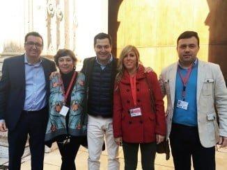 Juanma Moreno y Manuel Andrés González con concejales populares de Gibraleón