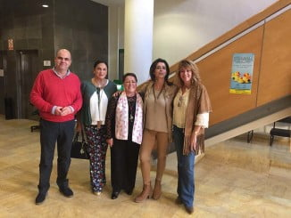 Pilar Miranda, a la derecha, junto a compañeros de su Grupo y Charo Venegas