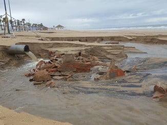 La Playa de La Antilla ha vuelto a sufrir en diciembre el azote de un temporal