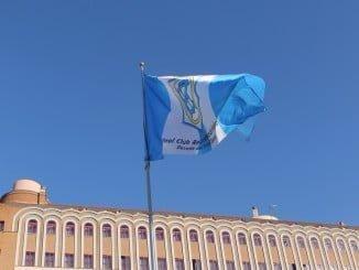La bandera del Decano que hondea en Pablo Rada