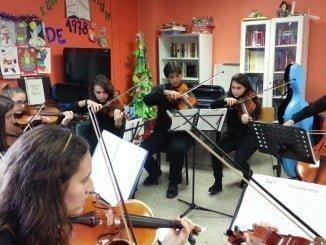 La orquesta Vita Música anima la estancia a los niños del Hospital