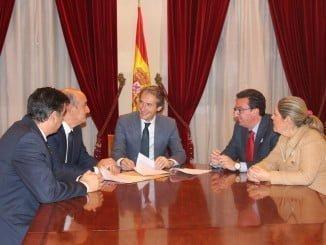 El alcalde de Lepe y el preisente del PP y parlamentario andaluz en la reunión con el ministro