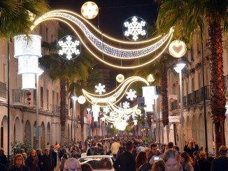 Numerosos onubenses se dieron cita en el centro de la ciudad para disfrutar del ambiente navideño