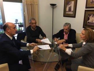 El alcalde y José Hernández de Mercado, en representación de la entidad Campos del Este, firman un convenio