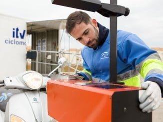 La ITV móvil para ciclomotores se acerca al ciudadano para conseguir que los ciudadanos cumplan más fácilmente con la obligatoriedad de pasar la inspección