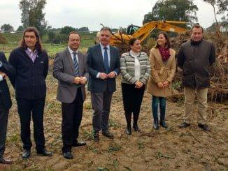 El delegado del Gobierno en Huelva, acompañado de la alcaldesa de Almonte, ha visitado las obras