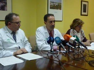 El jefe de Oncología del Complejo Hospitalario de Huelva, Juan Bayo, anunciando la ampliación de plantilla