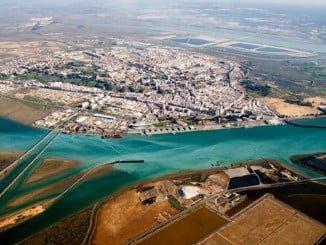 el Puerto de Huelva sale al paso de las informaciones sobre su aproximación al puerto de Sevilla