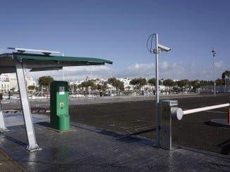 El área de caravanas encuentra en el puerto deportivo, en pleno centro de la localidad