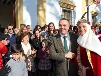 El heraldo real ya llegó a La Palma y fue recibido por el alcalde, Manuel García Félix.