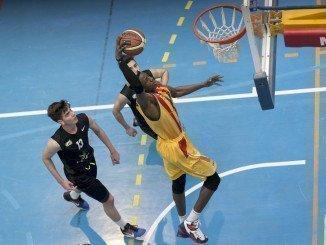 Hijos de jugadores ilustres de baloncesto se dan cita en Huelva en el Campeonato de España de selecciones autonómicas (Foto Alberto Nevado).