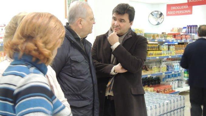 Visita del alcalde al economato Resurgir.
