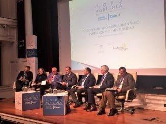 El patrono de Fundación Caja rural del Sur, José Luis García Palacios Álvarez, moderó la mesa redonda en torno al cooperativismo agroalimentario y dio lectura a las conclusiones