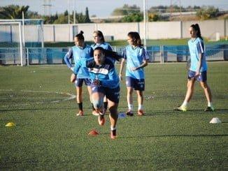 Las chicas del Sporting preparan el partido de Liga.
