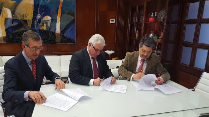 Acto de la firma del convenio entre el Puerto de Huelva y Atlantic Copper