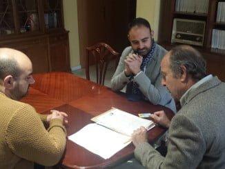 Acto del traspaso de propiedades en la Cámara Agraria Local de La Granada,