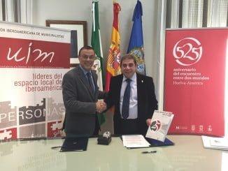 Ignacio Caraballo y Federico Castillo tras la firma del convenio