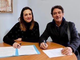 Firma Convenio La Tarara con el Ayuntamiento para iniciar los cursos de música para menores de la Marismas del Odiel