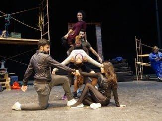 El estreno en el Gran Teatro de Huelva del musical ´Ladrillos Rotos, todo un éxito