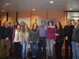 Las estudiantes onubenses galardonadas, con el delegado de Educación de Huelva