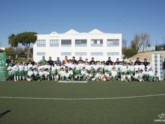 Unos cien niños han formado parte de este campus navideño dedicado al fútbol